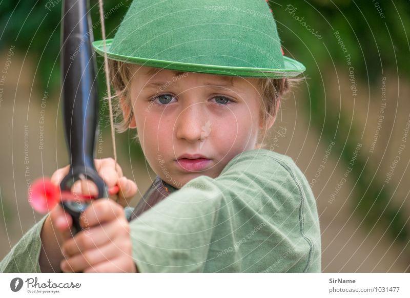 319 Spielen Pfeil und Bogen Robin Hood verkleiden Junge Mensch 3-8 Jahre Kind Kindheit Hut beobachten historisch schön niedlich Abenteuer erleben Genauigkeit