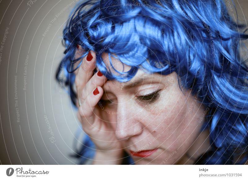 Reue --- blaue Wellt pt.2 Lifestyle Freizeit & Hobby Party ausgehen Feste & Feiern Karneval Frau Erwachsene Leben Gesicht Hand 1 Mensch 30-45 Jahre