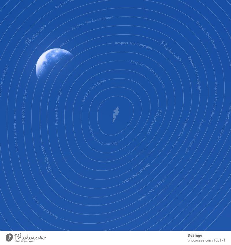 Mondsüchtig. Aber nur weil keine Sonne da is... abnehmend weiß Apollon Wolken Vulkankrater Quadrat keine Ahnung Bla Himmelskörper & Weltall blau Schönes Wetter