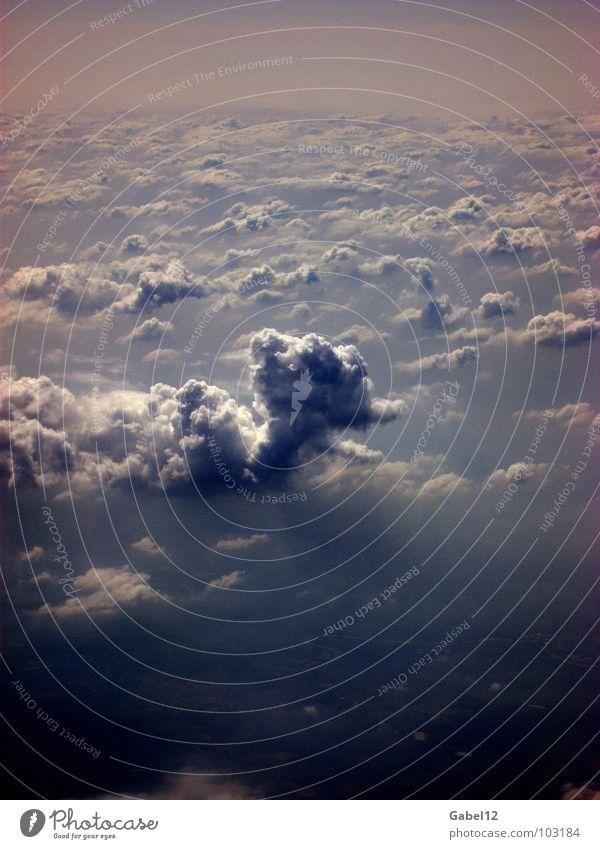 Wolkensäule dunkel Vogelperspektive Himmel Gewitter Wolkenmeer Wolkenfeld Wolkendecke