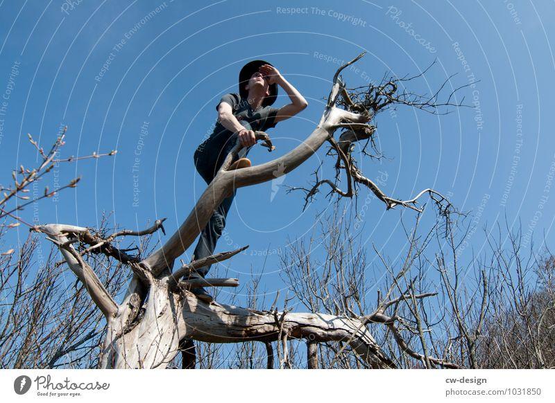 Häuptling Mensch Himmel Natur Jugendliche Mann Baum Junger Mann Freude Ferne Winter Berge u. Gebirge kalt Erwachsene Umwelt Leben Stil