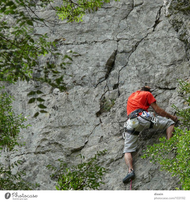 Nice Climb! Natur grün Ferien & Urlaub & Reisen rot Freude Leben Berge u. Gebirge grau Kraft Felsen Freizeit & Hobby hoch Abenteuer Erfolg Tourismus gefährlich
