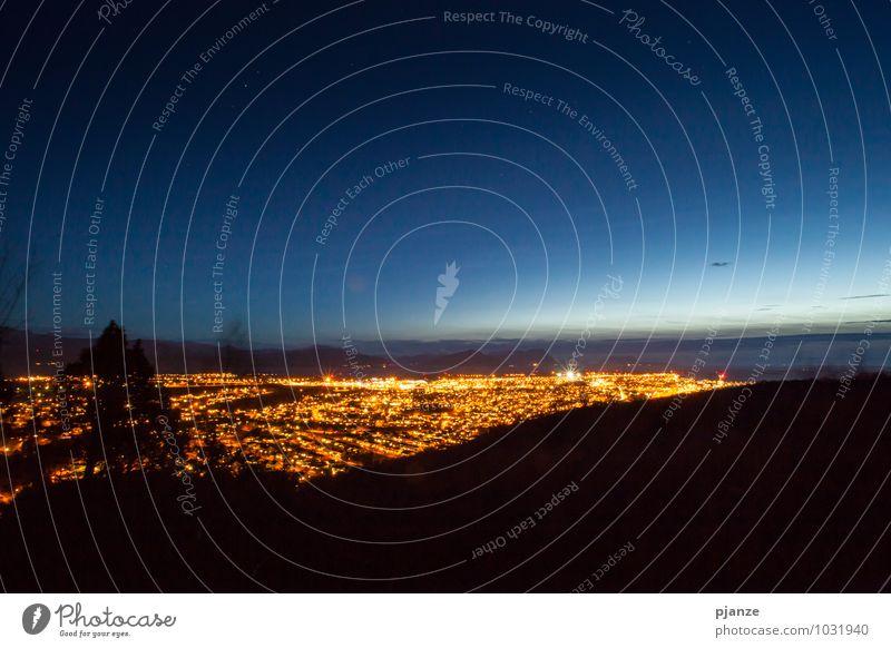 Bodø bei Nacht Tourismus Sightseeing Städtereise Berge u. Gebirge Natur Wolkenloser Himmel Nachthimmel Stern Horizont Sonnenaufgang Sonnenuntergang Sträucher