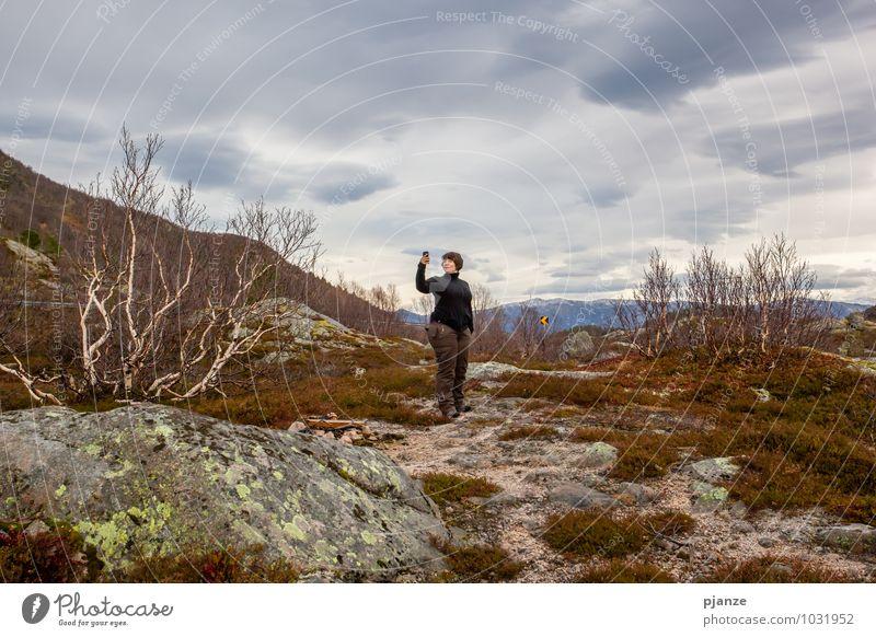 Mal wieder was knipsen Mensch Frau Natur Ferien & Urlaub & Reisen Jugendliche blau Junge Frau Landschaft Wolken 18-30 Jahre Ferne Erwachsene Berge u. Gebirge