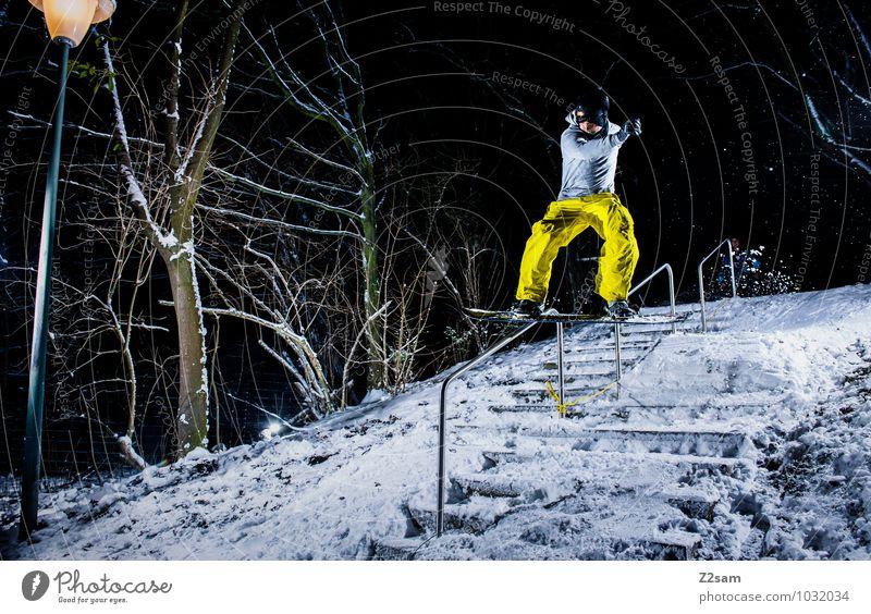 Frontside Bs Jugendliche Stadt Landschaft Junger Mann Winter Erwachsene Schnee Stil Sport fliegen springen Lifestyle maskulin Sträucher Coolness fahren