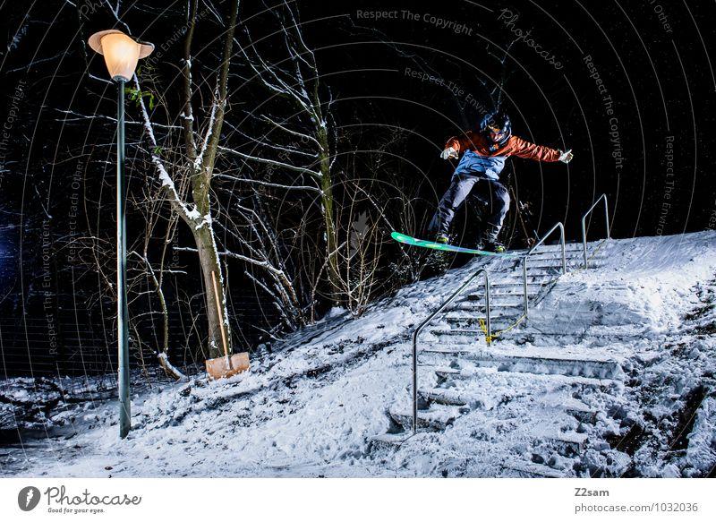 Transfer over Rail Lifestyle Stil Freizeit & Hobby Winter Wintersport Snowboarding maskulin Junger Mann Jugendliche Baum Sträucher Treppe sportlich Helm