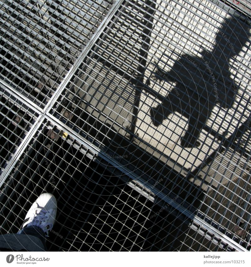 rasterman Mensch Mann Schuhe fliegen Jeanshose fallen Quadrat Rost Schweben Turnschuh Gitter Flucht abwärts Selbstportrait Dieb Raster