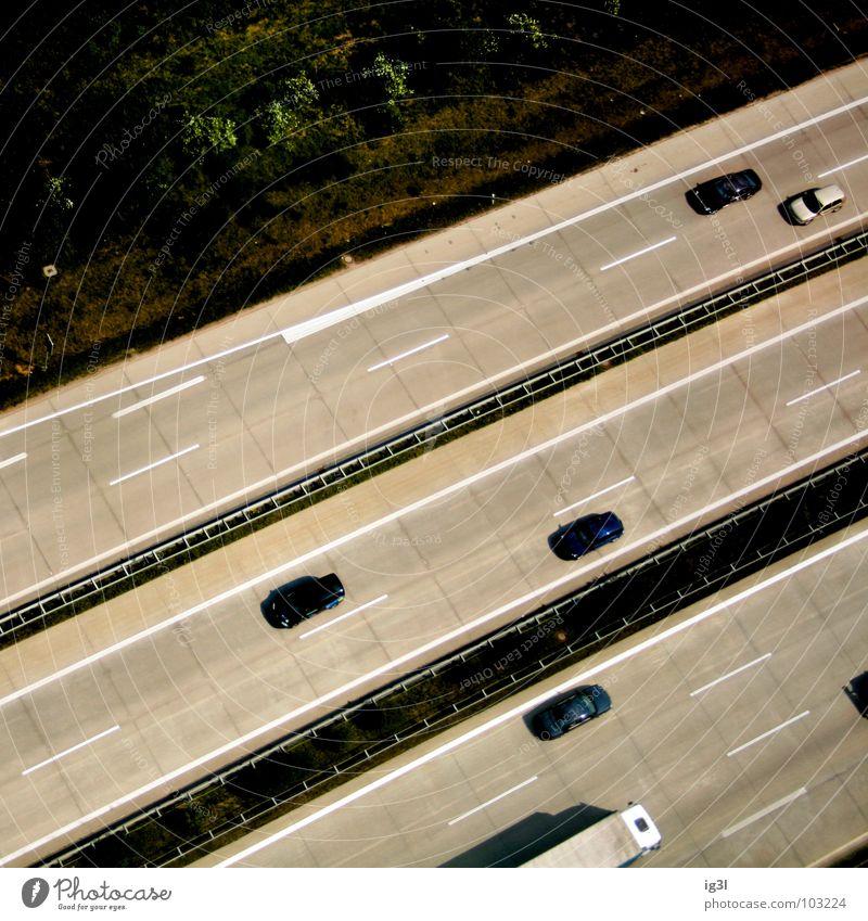 querverkehr Ferien & Urlaub & Reisen grün Sommer ruhig Erholung Wiese Straße Graffiti grau PKW Linie fliegen Verkehr Ausflug Eisenbahn Streifen