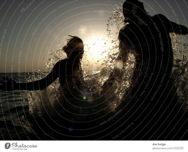 We can beat the sun Sonnenuntergang Meer Wasserspritzer springen Erfrischung Frankreich Atlantik Spielen Silhouette Cliff Big Blue Maximo Park Luft anhalten