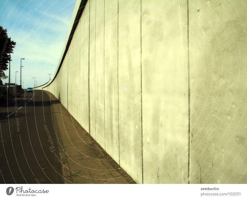 Autobahnabfahrt Beton Wand Betonwand Säule Strukturen & Formen Fahrbahn Autobahnausfahrt leer Energiekrise Verkehrswege Berlin Brücke großflächig Straße