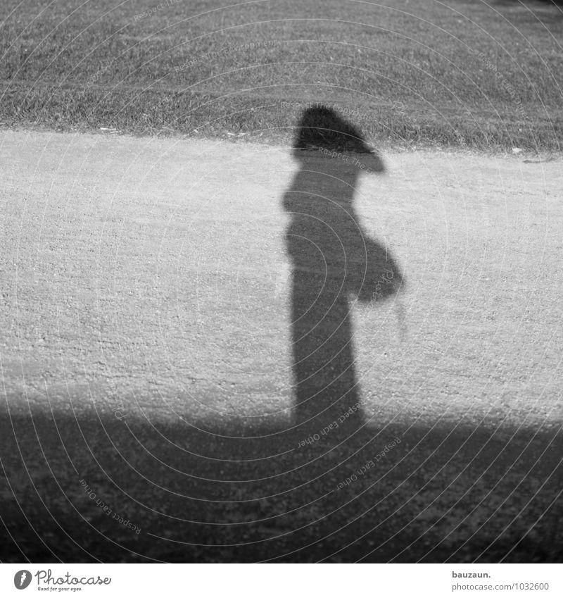 tschüss, liebe anne! und immer schön weiter fotografieren! Mensch Frau Ferien & Urlaub & Reisen Jugendliche Stadt Junge Frau Freude 18-30 Jahre Erwachsene Wiese