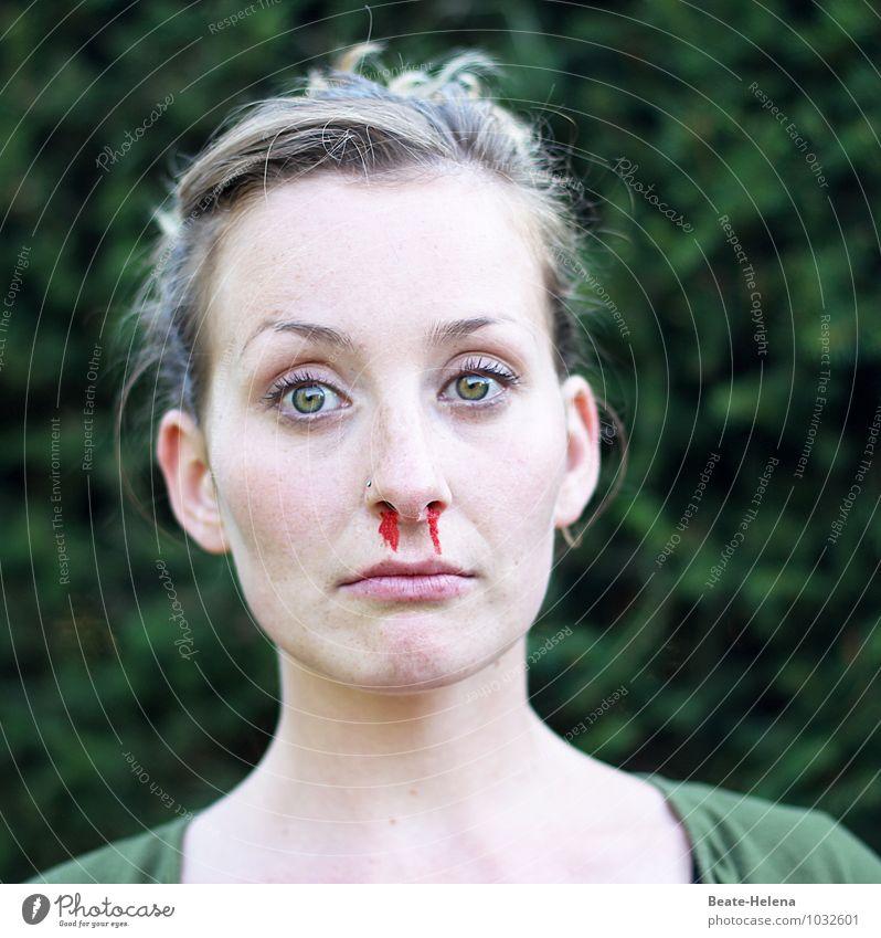 Blut schön Junge Frau Jugendliche Kopf Gesicht Auge Nase Mund T-Shirt atmen ästhetisch trist grün rot Gefühle Schmerz Angst Erholung Gesundheit Gesundheitswesen