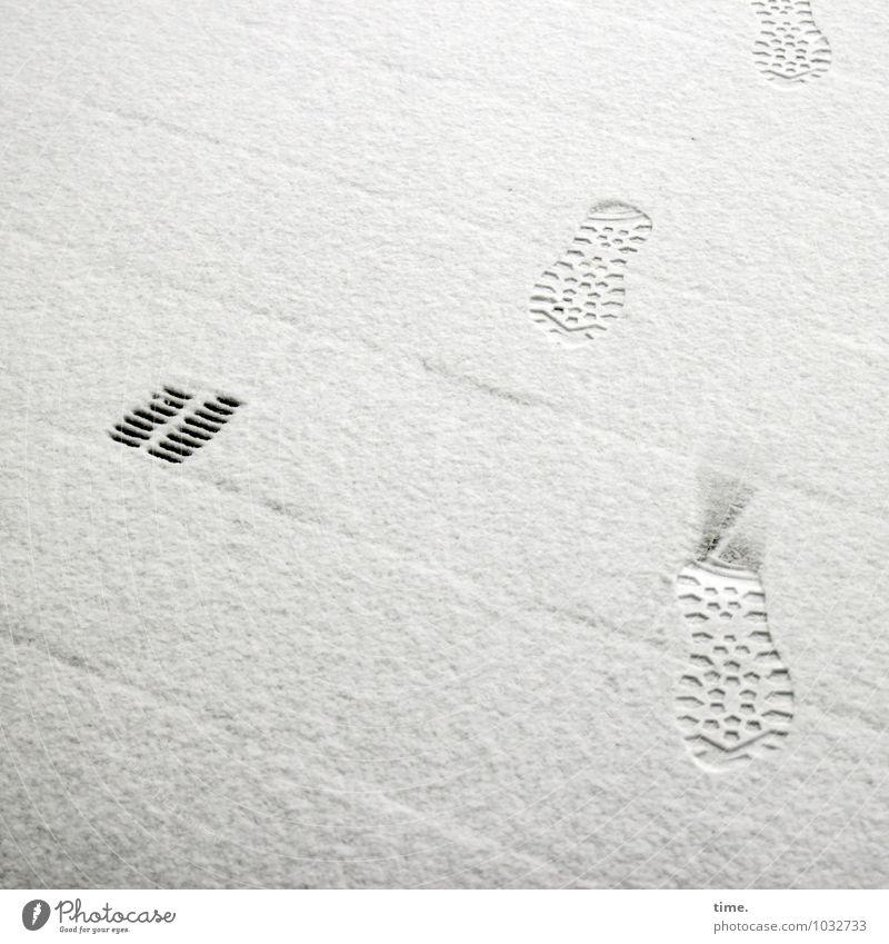 vorläufiger Eindruck Winter Schnee Fußgänger Wege & Pfade Brücke Gully Fußspur Stiefel Wanderschuhe Stein Wasser Linie Streifen gehen Wahrheit Respekt Bewegung