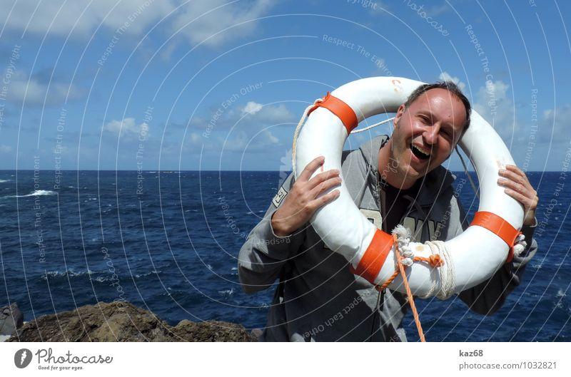 Hilfe maskulin Mann Erwachsene 1 Mensch Wasser Küste Meer Schwimmen & Baden lustig rund blau Freude Sicherheit Schutz Angst gefährlich Feigheit Abenteuer