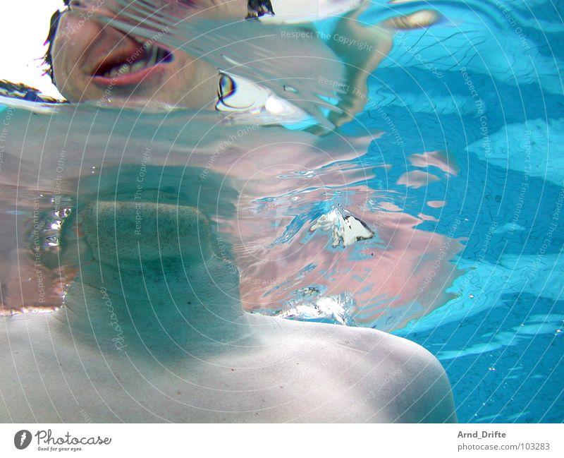 Unterwasser Selbstportrait blau Wasser Sommer Kopf Schwimmbad Bad Verzerrung Porträt Unterwasseraufnahme