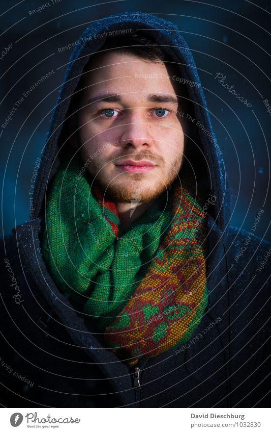Cold day maskulin Junger Mann Jugendliche Gesicht 1 Mensch 18-30 Jahre Erwachsene Herbst Winter Eis Frost Schnee Schneefall Mantel Schal blau gelb grün schwarz