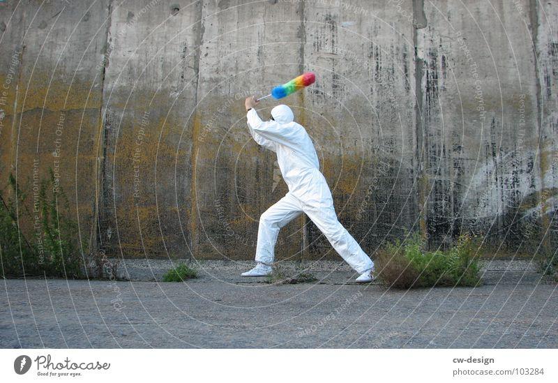[b/w] white shaolin style - part I Mensch alt weiß Freude Farbe Einsamkeit schwarz Haus Ferne Fenster dunkel Graffiti Wand Spielen Gefühle Architektur