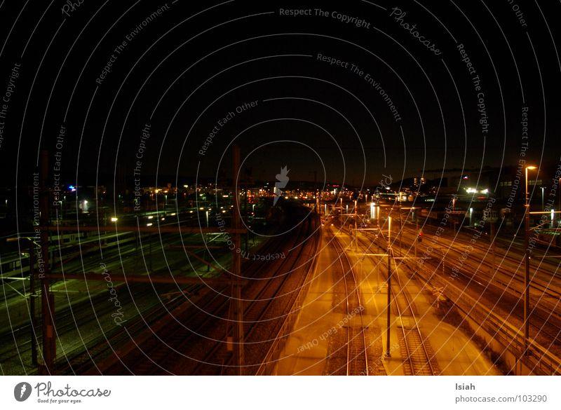 die dunkle seite dunkel Nacht Eisenbahn Bahnhof yard evil army altstetten hell Abend Beleuchtung gleis 7 train Brücke lights black n white the last emperor