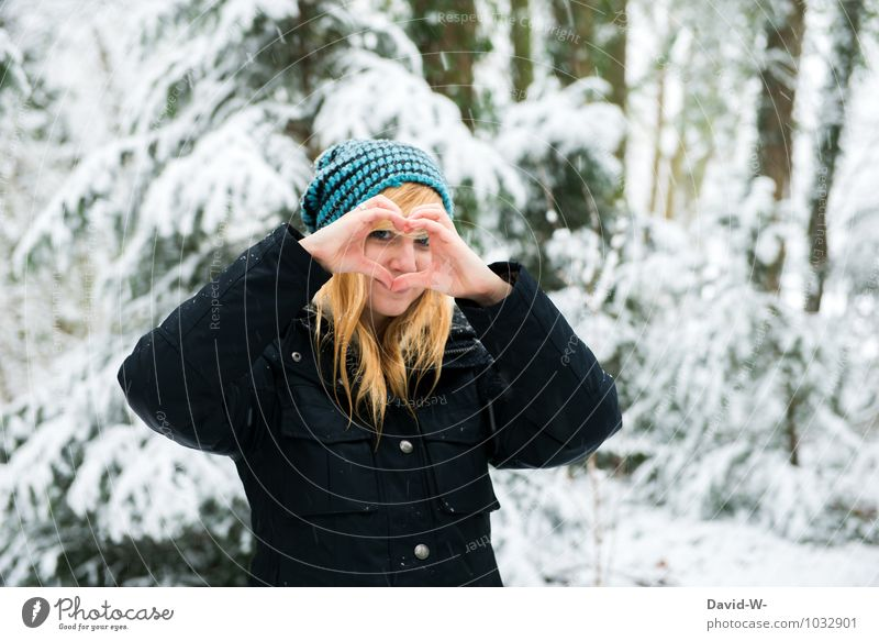 Ein Verschneiter Valentinstag Mensch Natur Jugendliche schön weiß Junge Frau Winter Wald Gefühle Schnee Liebe feminin Glück Freundschaft Fröhlichkeit Lächeln