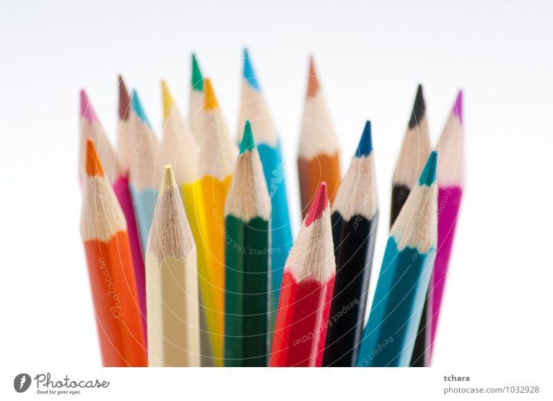 Bunte Bleistifte Design Handarbeit Bildung Schule Kunst Schreibstift Holz zeichnen blau grün rot weiß Farbe Kreativität vereinzelt Hintergrund farbenfroh
