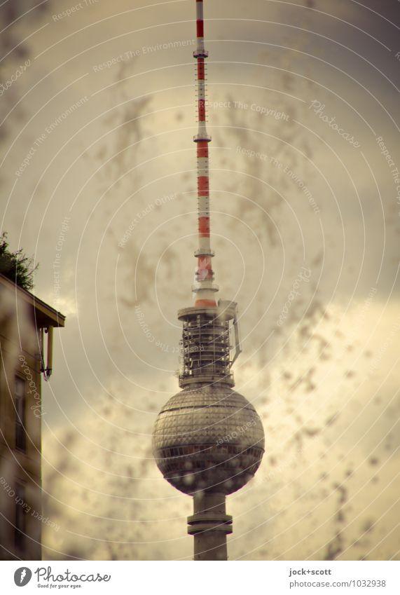 spritzer Turm Wolken Ferne Umwelt Freiheit Zeit fliegen dreckig frisch Wassertropfen Vergänglichkeit Telekommunikation retro Romantik Vergangenheit Gelassenheit
