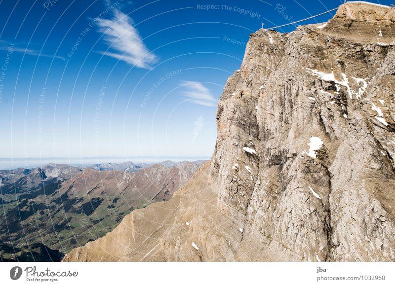 Im Flug Natur Erholung Landschaft ruhig Berge u. Gebirge Leben Herbst Sport Freiheit fliegen Felsen Lifestyle Luft Freizeit & Hobby wild Ausflug