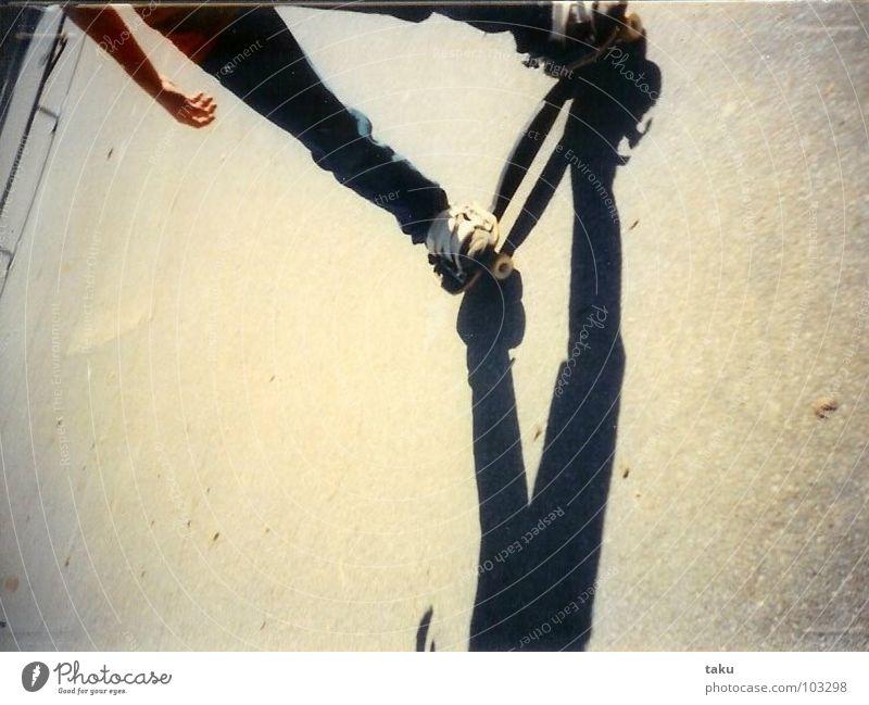SKATERBOY PART TWO Hand Fuß Beton beobachten Geländer Turnschuh Obdachlose Artist Wien Akrobatik aufregend Prater Skaterbahn