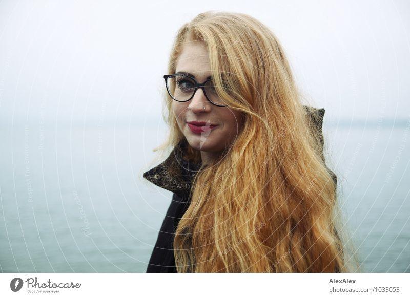 Tschüss, liebe Anne! | Lanzelotti Jugendliche schön Wasser Junge Frau Landschaft 18-30 Jahre Ferne Umwelt Erwachsene Küste Glück Haare & Frisuren Freiheit Kopf