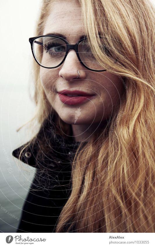 Wellen Jugendliche schön Junge Frau Erholung 18-30 Jahre Erwachsene Gesicht außergewöhnlich Zufriedenheit frisch frei Fröhlichkeit ästhetisch Ausflug Lächeln