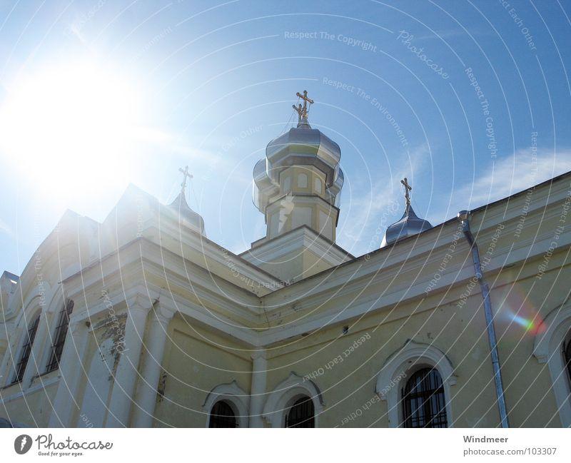 Zwiebeltürmchen Sonne Haus Renovieren Rücken Himmel Turm Gebäude Wahrzeichen Denkmal Frieden Religion & Glaube Verfall Vergangenheit Zerstörung Gebet blenden
