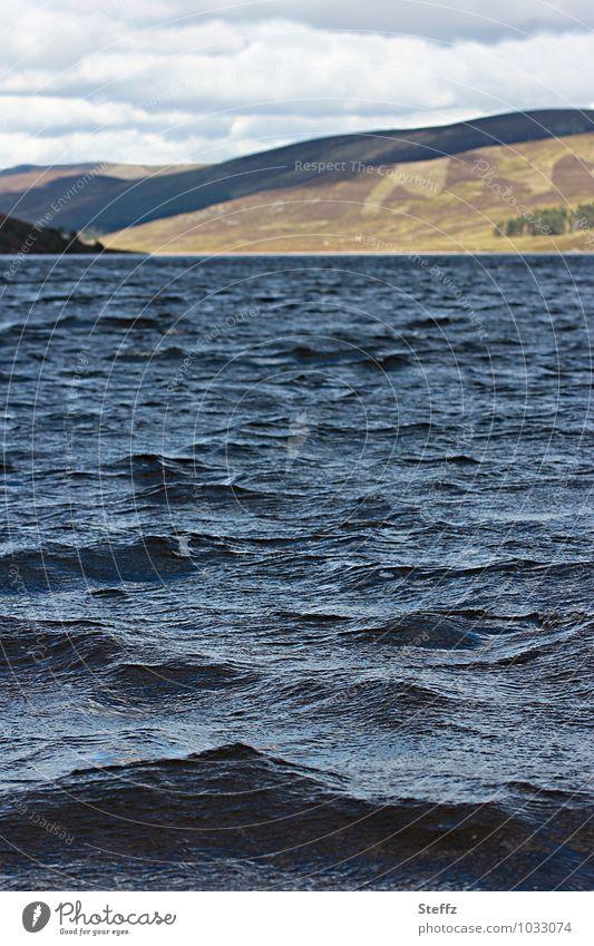 wo Wasser so blau.. Natur Ferien & Urlaub & Reisen Sommer Erholung Landschaft ruhig See Wellen Urelemente Hügel Sommerurlaub Schottland Großbritannien Geräusch