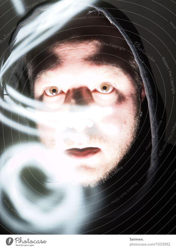 noseless Mensch maskulin Mann Erwachsene Kopf Gesicht Auge Mund 1 30-45 Jahre Neugier Lichtmalerei Langzeitbelichtung Kapuzenpullover dunkel Farbfoto