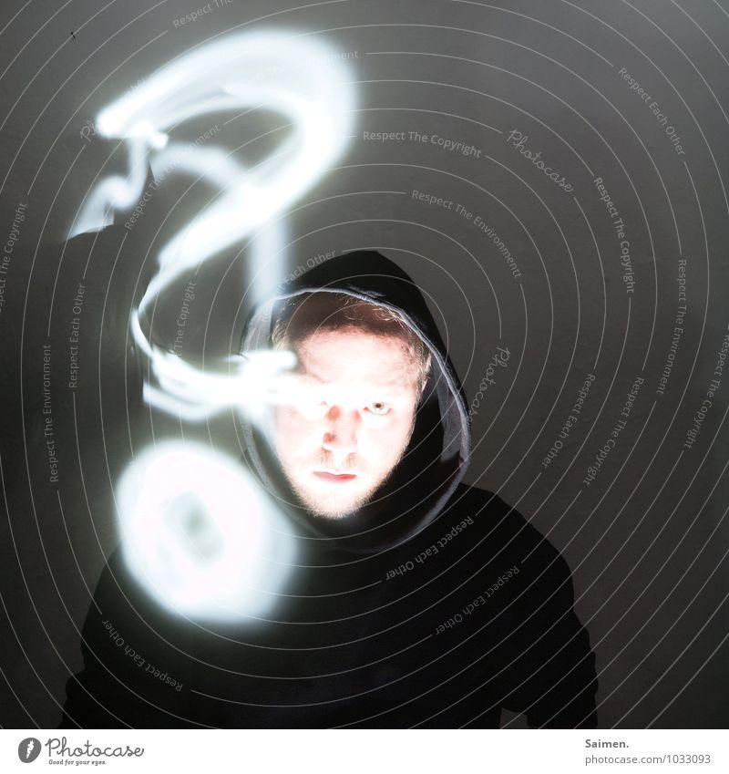 Gefährliches Halbwissen Mensch maskulin Mann Erwachsene Kopf Gesicht 1 30-45 Jahre Zeichen Schriftzeichen Blick Aggression bedrohlich dunkel Coolness Wahrheit