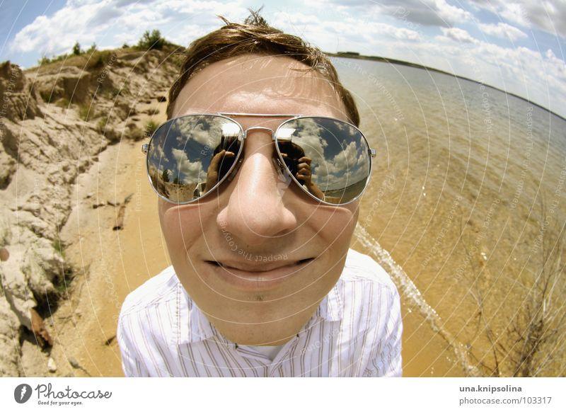 fish are friends, not food! Mann Jugendliche Wasser Meer Sommer Strand Freude Wolken Erwachsene Landschaft Küste See 18-30 Jahre Junger Mann Brille rund