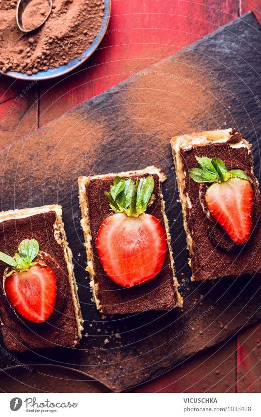 Drei Tiramisu Kuchen mit Erdbeeren alt schön rot dunkel Stil Holz Hintergrundbild Lebensmittel Design Dekoration & Verzierung Ernährung Tisch Küche Süßwaren