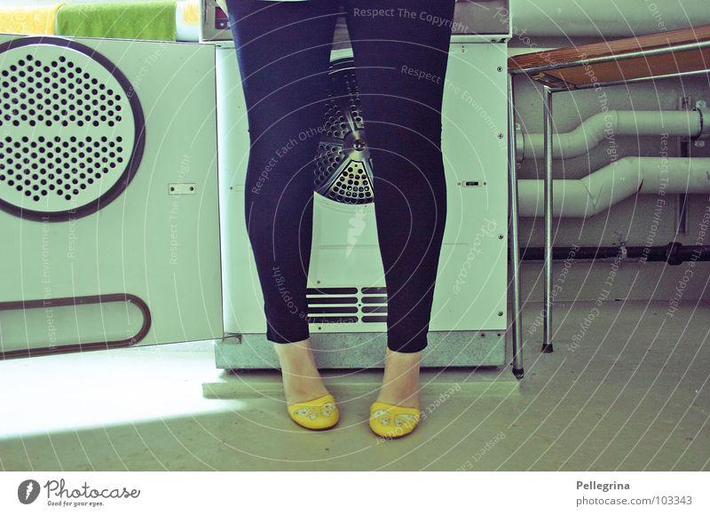 welcome to the washsaloon cowboy! Frau Beine Fuß Schuhe Wäsche waschen Wäsche Siebziger Jahre Waschmaschine Fünfziger Jahre Waschtag