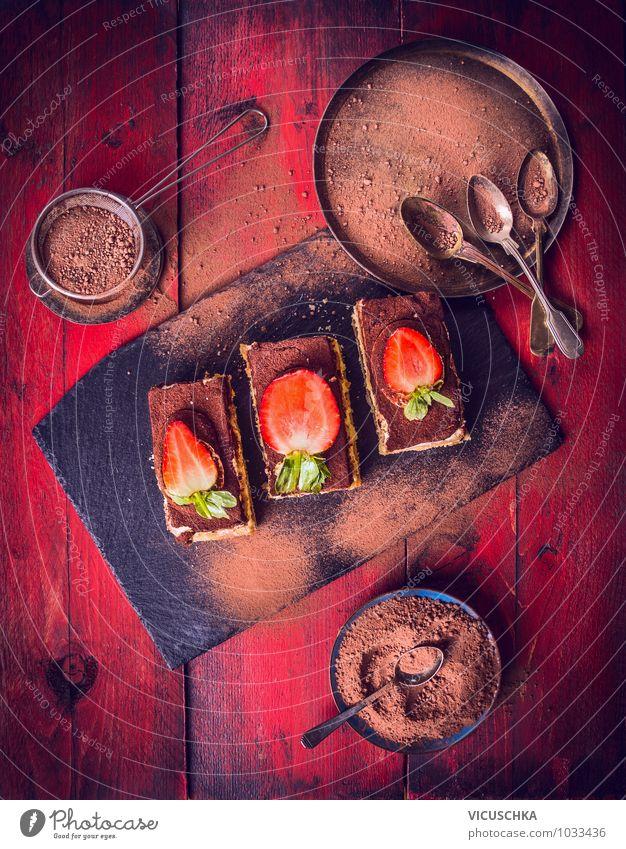 Tiramisu Kuchen auf rotem Holztisch dunkel Stil Essen Lebensmittel Design Ernährung Tisch Kochen & Garen & Backen Geschirr Schalen & Schüsseln Teller Backwaren