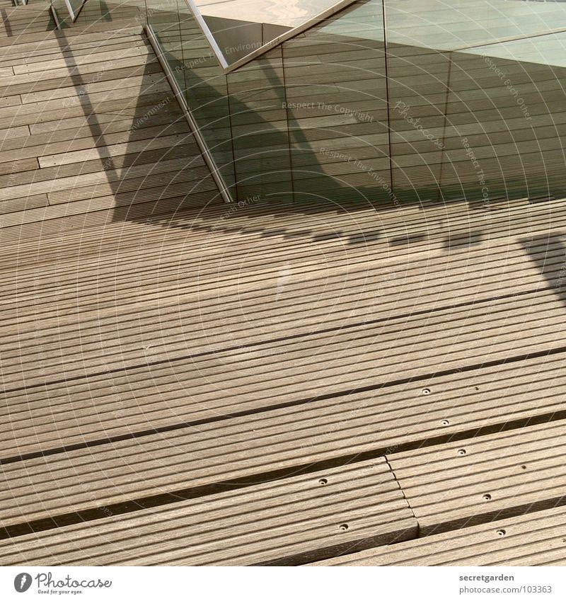 downstairs blau Sommer Holz Glas Beton Treppe Geländer durchsichtig Tourist abwärts anstrengen anlehnen Holzleiste