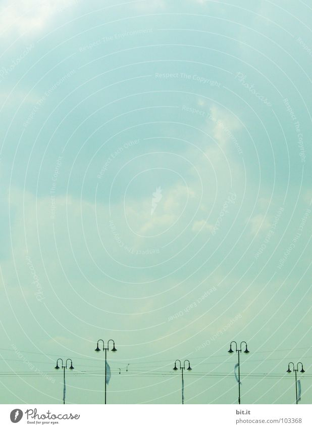 LAMPENSTROM III Himmel Natur Ferien & Urlaub & Reisen blau weiß Meer rot Einsamkeit Landschaft ruhig Wolken Küste grau oben See Lampe