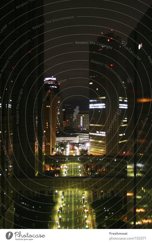 Tokio bei Nacht Stadt Straße groß Hochhaus hoch Japan Tokyo