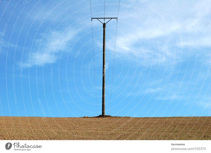 Der Strommast Himmel blau Einsamkeit Landschaft braun Erde groß Elektrizität Industrie Strommast selbstbewußt Symmetrie Telefonmast Landschaftsformen Outback