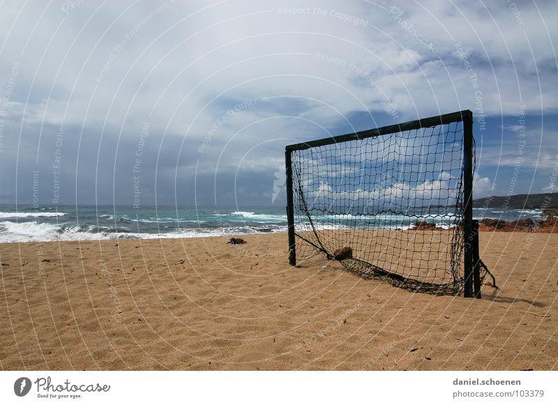 Halbzeitpause Fußballtor Strand Meer Horizont Ferien & Urlaub & Reisen Wolken Hintergrundbild leer Einsamkeit Korsika Frankreich Wellen weiß Freude Sport
