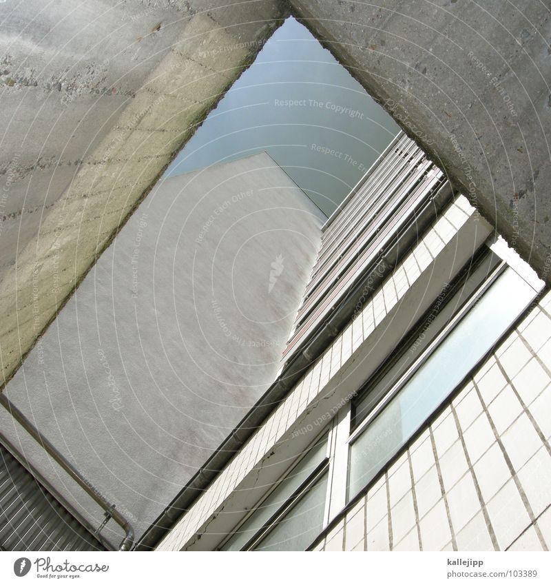 8 Hochhaus Balkon Fassade Fenster Wohnanlage Stadt rund Pastellton Beton Etage Selbstmörder Raum Mieter Leben live Ghetto Sozialer Brennpunkt Feuerleiter