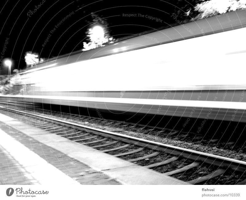 Zug um Zug 2 Eisenbahn Nacht Langzeitbelichtung Ferien & Urlaub & Reisen Gleise db Station kurze begegnung auf dem sprung