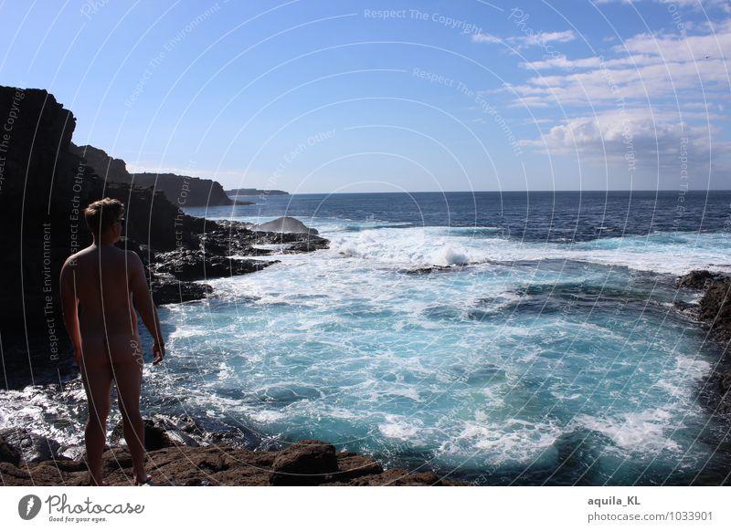 Ein Naturbecken fürn Arsch Tourismus Freiheit Sommer Sommerurlaub Sonne Sonnenbad Meer Wellen maskulin Mann Erwachsene Körper Haut Rücken Gesäß 1 Mensch