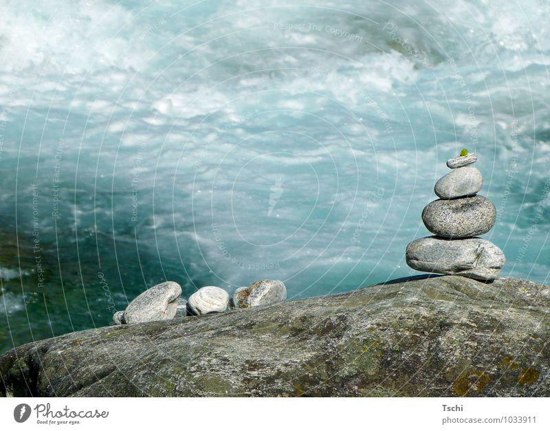 Steine am Wasser, Sinnesorgane Erholung ruhig Meditation Natur Felsen positiv Sauberkeit blau grau grün weiß Lebensfreude achtsam Gelassenheit geduldig Frieden