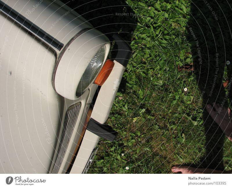 Light me Trabbi Wiese grün Sauberkeit Vogelperspektive Verkehr schön Schorsch Rennpappe hell Fuß Schatten Face to Face Scheinwerfer