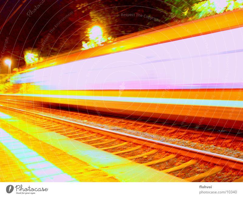 Zug um Zug 3 Eisenbahn Nacht Langzeitbelichtung Ferien & Urlaub & Reisen Gleise db Station kurze begegnung auf dem sprung