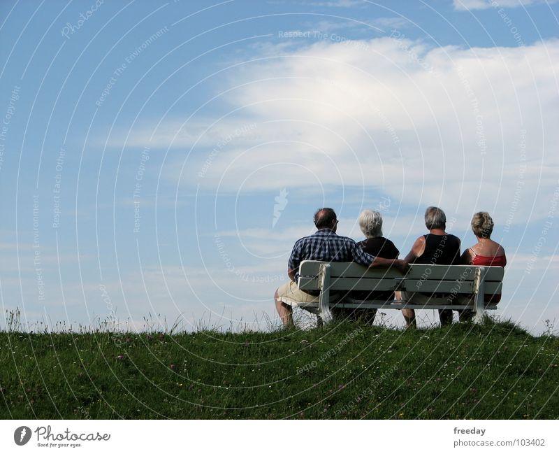 ::: Blick zurück nach vorn ::: Mensch Frau Mann blau grün Sommer Meer Erholung Wolken ruhig Strand Leben Senior Wiese Stil Gesundheit