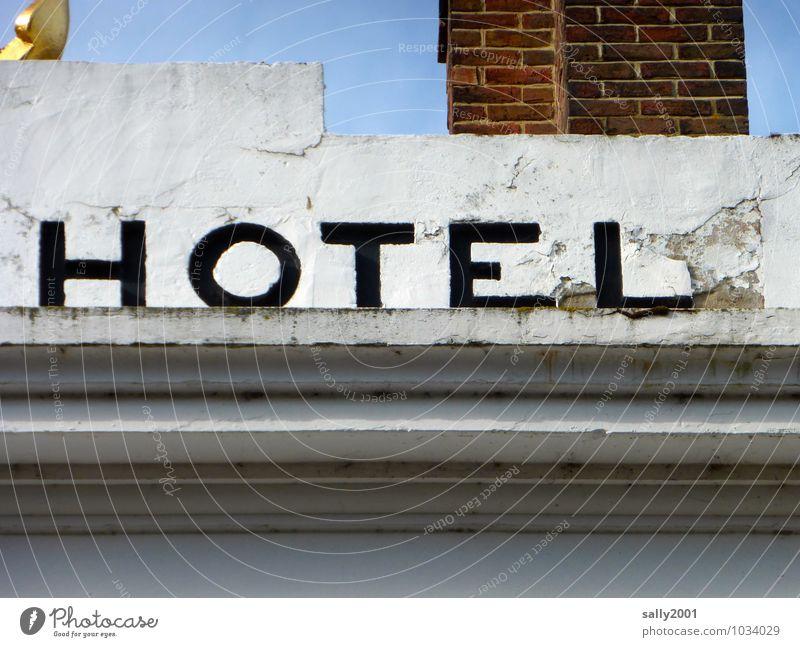 Zimmer frei... Ferien & Urlaub & Reisen Tourismus Städtereise Stadt Haus Hotel Fassade Schriftzeichen alt einfach historisch schwarz weiß Reinlichkeit